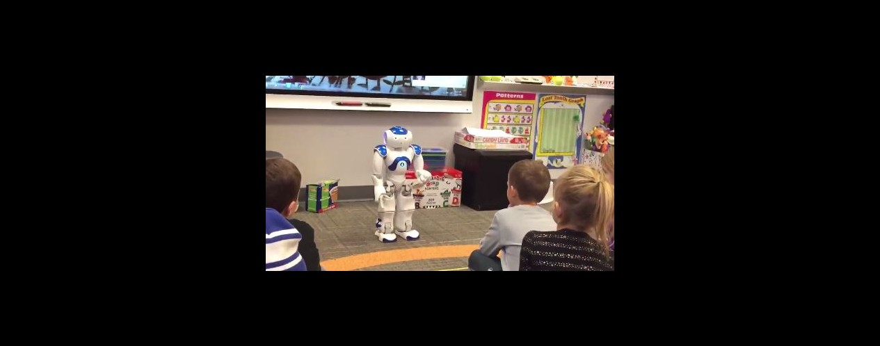 Halley Robot Reads to Kindergartners